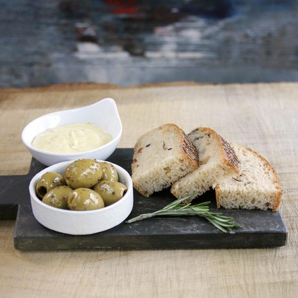 Focaccia oliven aioli