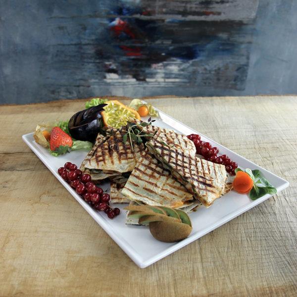 Quesadilla med mozzarella og basilikumpesto