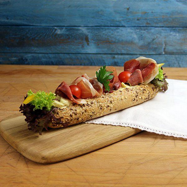 Baguette med serranoskinke