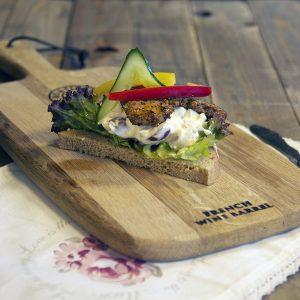 Marinert og stekt kalkunfilet med waldorfsalat