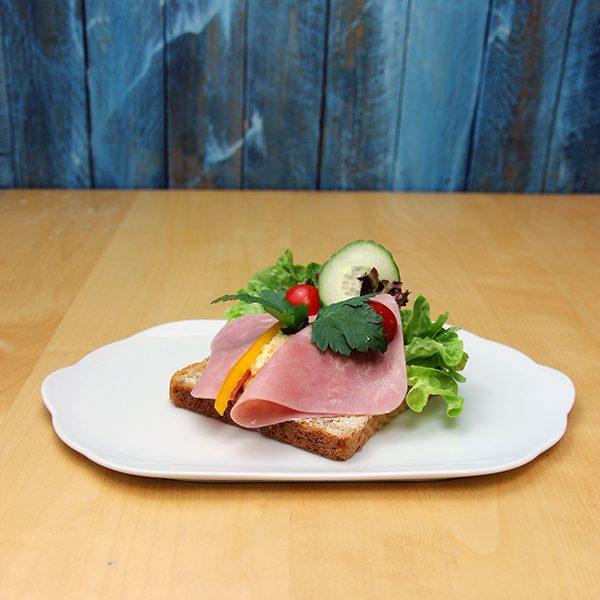 Smørbrød-med-kokt-skinke-og-italiensk-salat