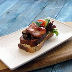 Snitter med leverpostei og bacon